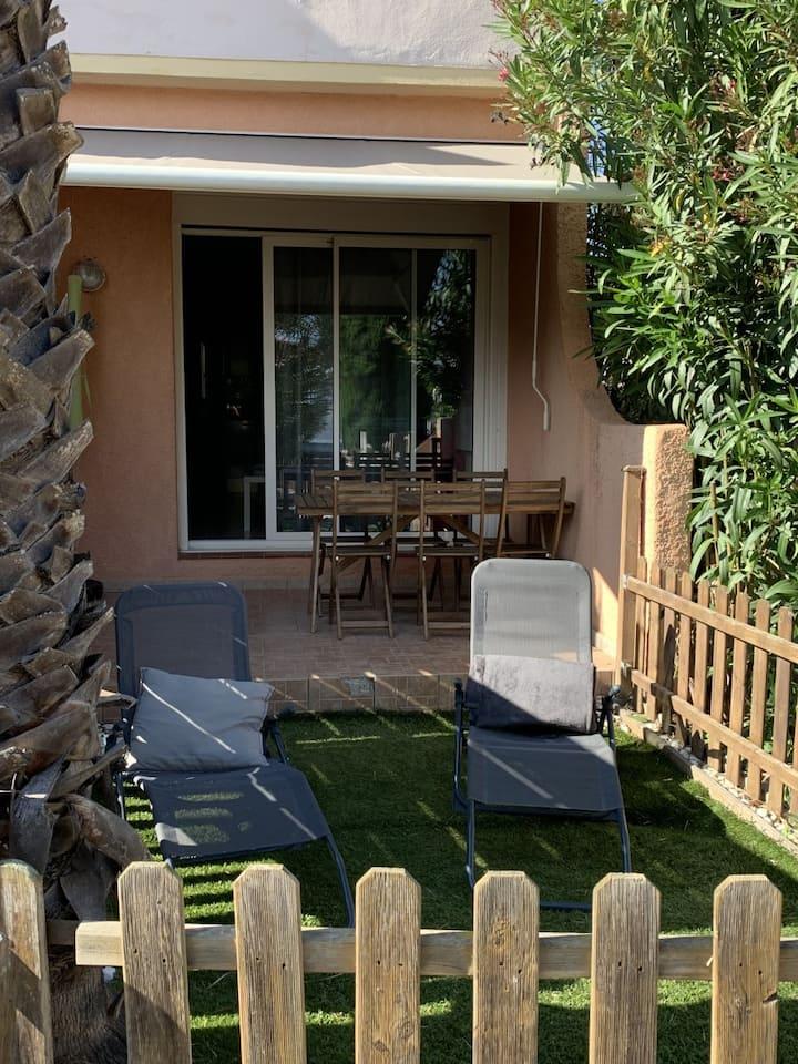 Bel appartement rez de jardin à BARCARES Village