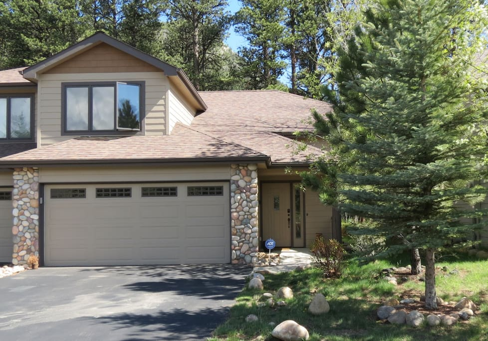 Luxury Rocky Mtn River Retreat - This is a gorgeous 3bed 2.5 bath townhome that backs to the river!