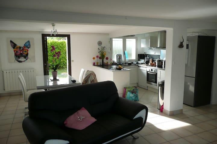 Chambre dans maison familiale - Marmande - House