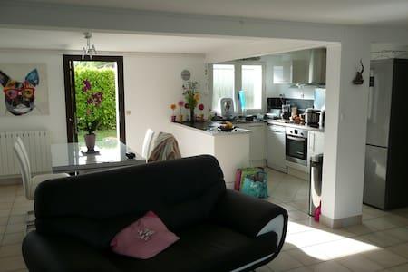 Chambre dans maison familiale - Marmande - Haus