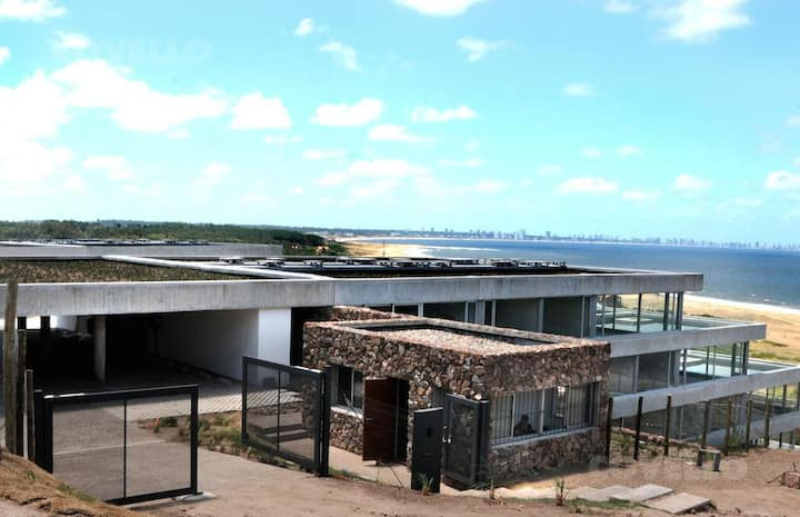Apartamento con terraza y vista al mar