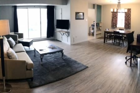 Bright Downtown 1 Bedroom w/ Balcony (501) - London - Daire