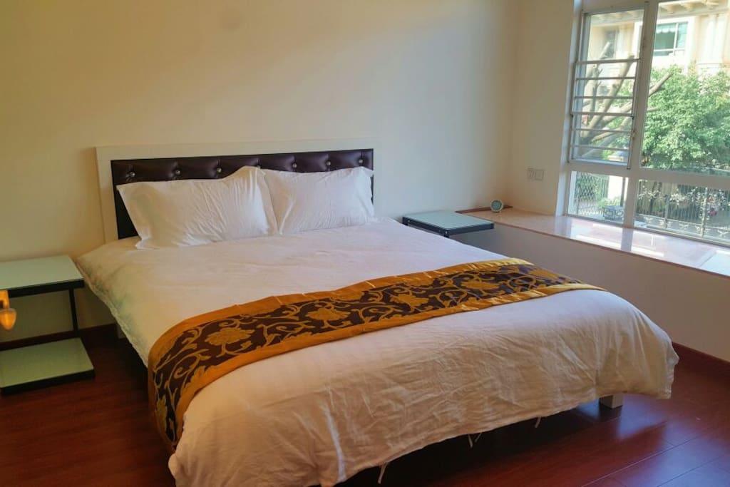 guestroom 1.8x2.0bed