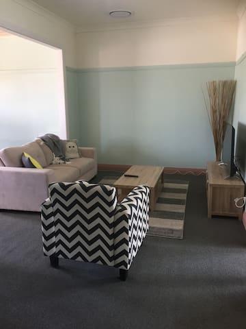 2 Bedroom Apartment Parkes Elvis Festival - Parkes - Pis
