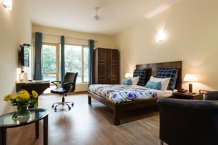 Luxury AirBnB on Golf Course Road Gurgaon - Gurgaon - Wohnung