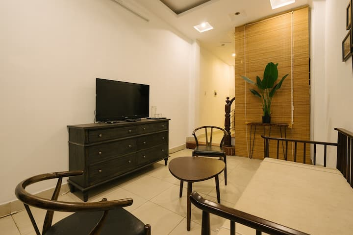 *** Central apartment, large group, 5 bedrooms.***