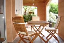 Une terrasse accessible depuis le séjour