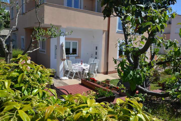 Apartment Zara (4+2),Feel Istria
