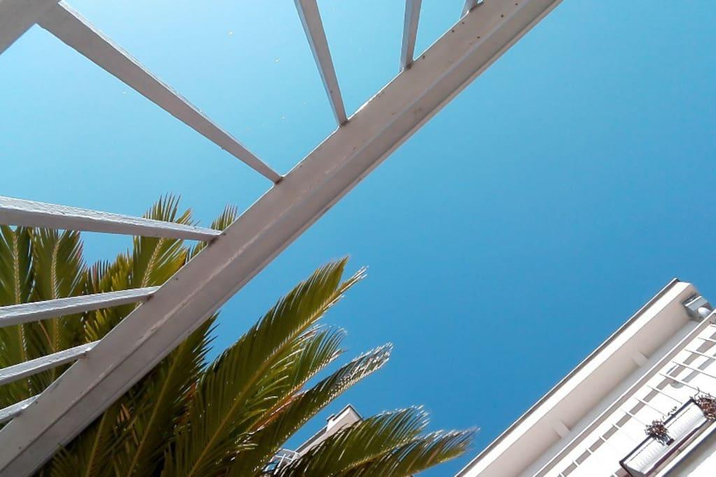 Лазурное море как на ладоне и голубое небо над головой...что может быть лучше?