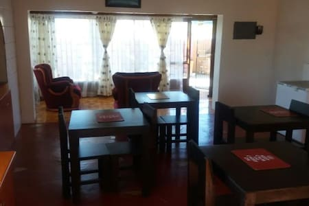 STANDARD ROOM 3- Bathrm across - Walvis Bay - Bed & Breakfast