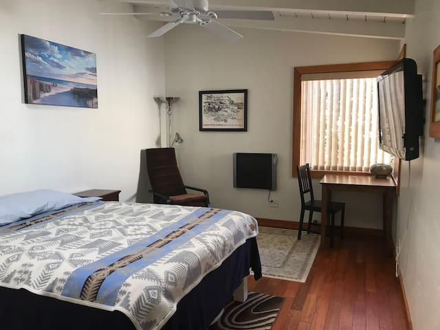 Monthly Private Suite in Coastal San Clemente
