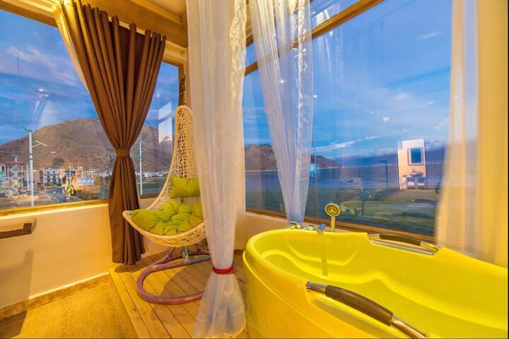 大理洱海边 浴缸海景房