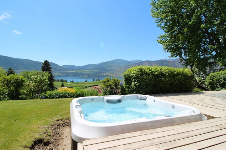 Peaceful home w/ hot tub & lake views-great location near wineries