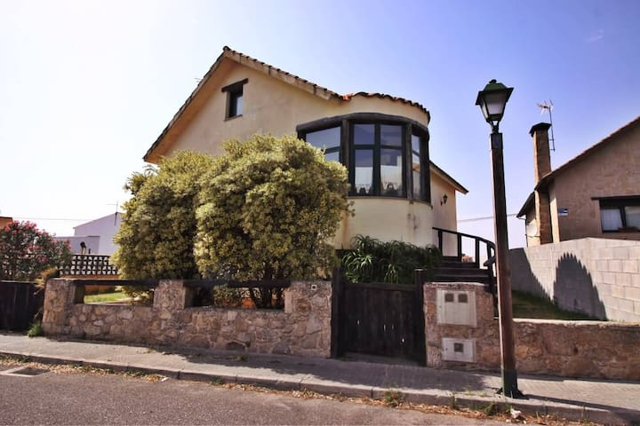 Breathtaking house near the beach - Ribeira