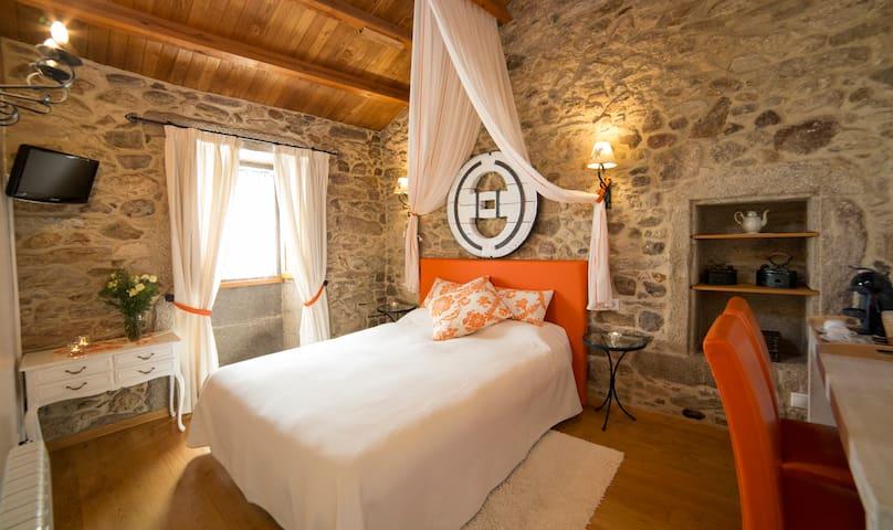 Casa do Zuleiro, turismo rural en pareja - Serra de Outes - 旅舍
