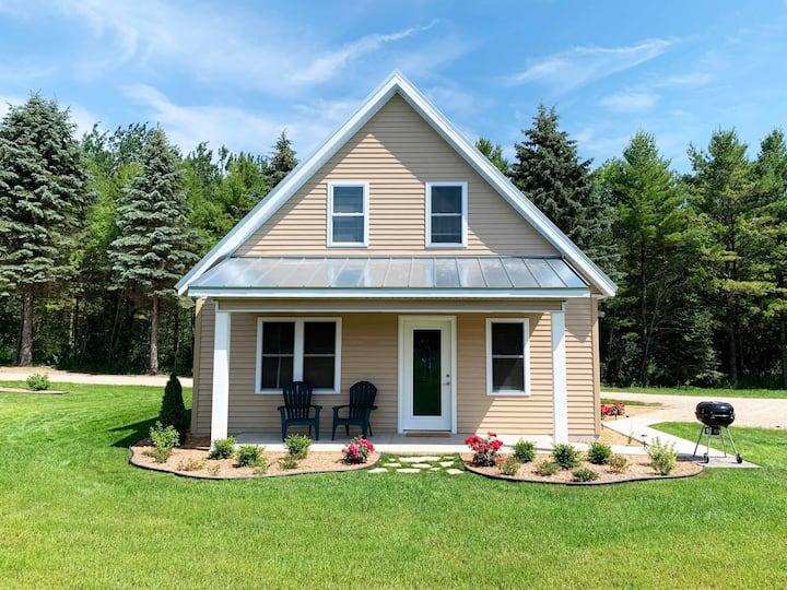 DeJardin's Island Cottages - The Farmhouse