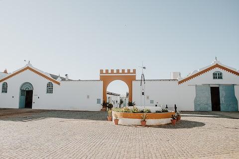 Cortijo Santa Clara - Carmona. (Blue Cottage).