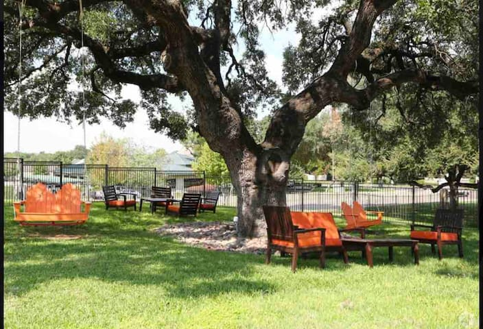Entire 2 bedroom apartment/TCU/ clearfork/downtown