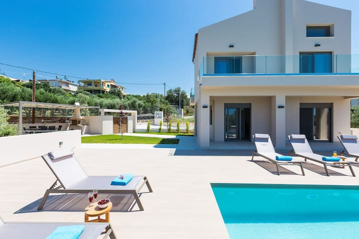 Luxury and modern villa Estel with sea view!