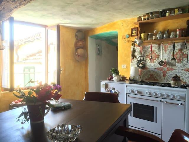 Casa ligure a 6 km dal mare tra gli ulivi - Roncagli - Haus