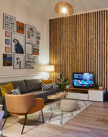 Living room with Smart TV and Bluetooth sound system