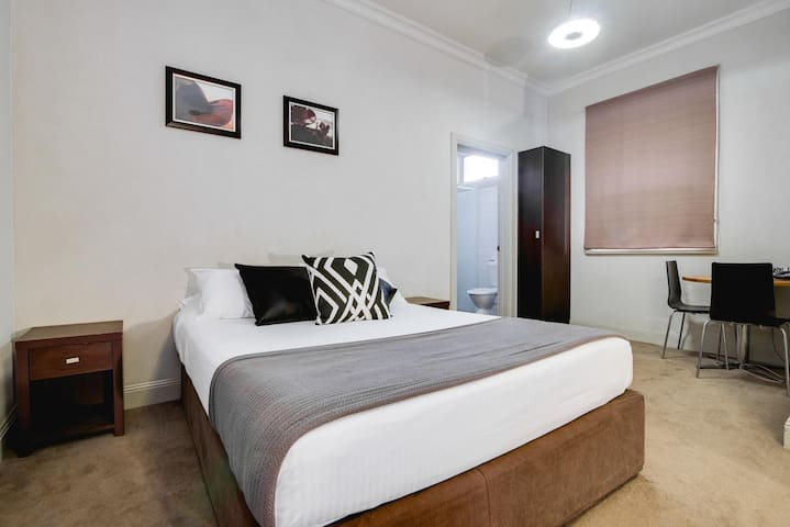 Private Double Room with Ensuite & free WiFi