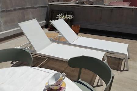 Appartement avec terrasse à 10 min d'Ortygie