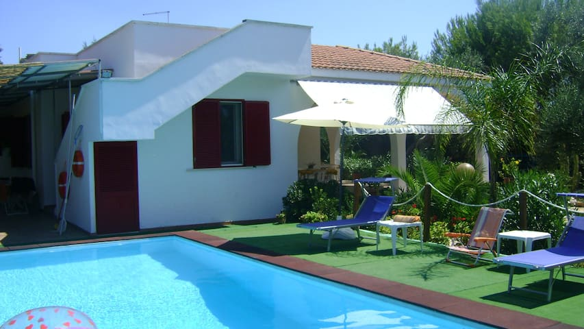 Traditional villa with pool for 8 people - Torre Squillace - Villa