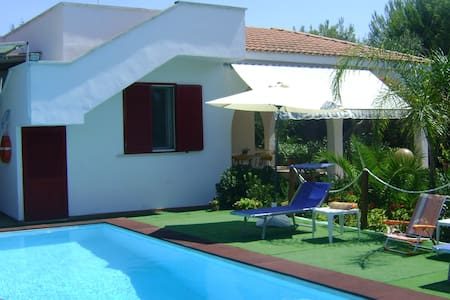 Traditional villa with pool for 8 people - Torre Squillace