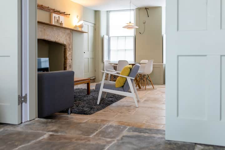 Stylish and spacious Downstairs apartment, Walcot.