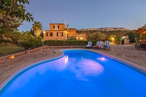 Finca mit  Pool und fantastischer Aussicht.