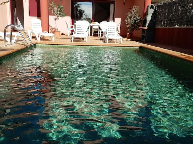 CASA SARSET,Ideal house for your holidays near the sea, free wifi, air conditioning, private pool, pets allowed, dog's beach.