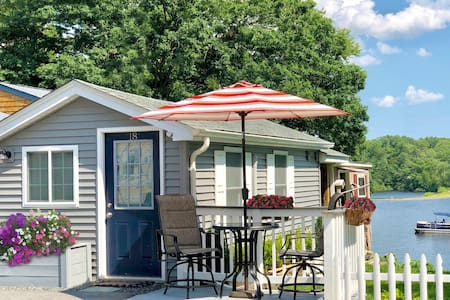 "❤️ ""Tiny Home"" Style Lake Cottage Ideal Staycation"