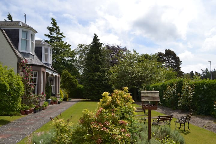 Alexandra Lodge Bed and Breakfast - Edzell - Bed & Breakfast