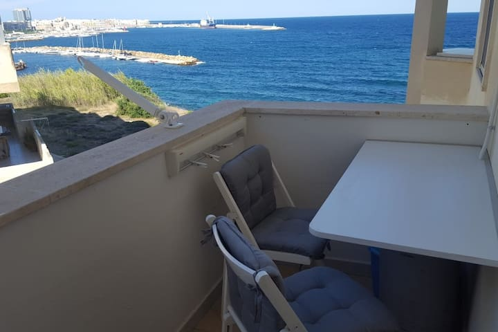 Studio with sea view, 10 mt to the sea Gallipoli