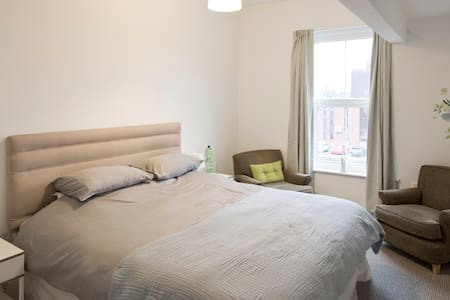 Ensuite Dormer Room - Doncaster - Rivitalo