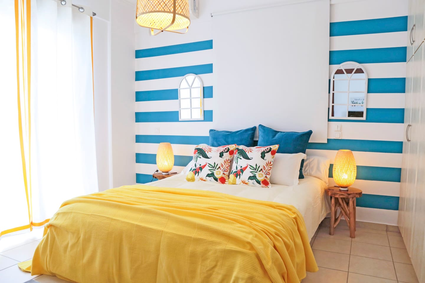 The bedroom has an exotic style with colors of the white and blue palette.