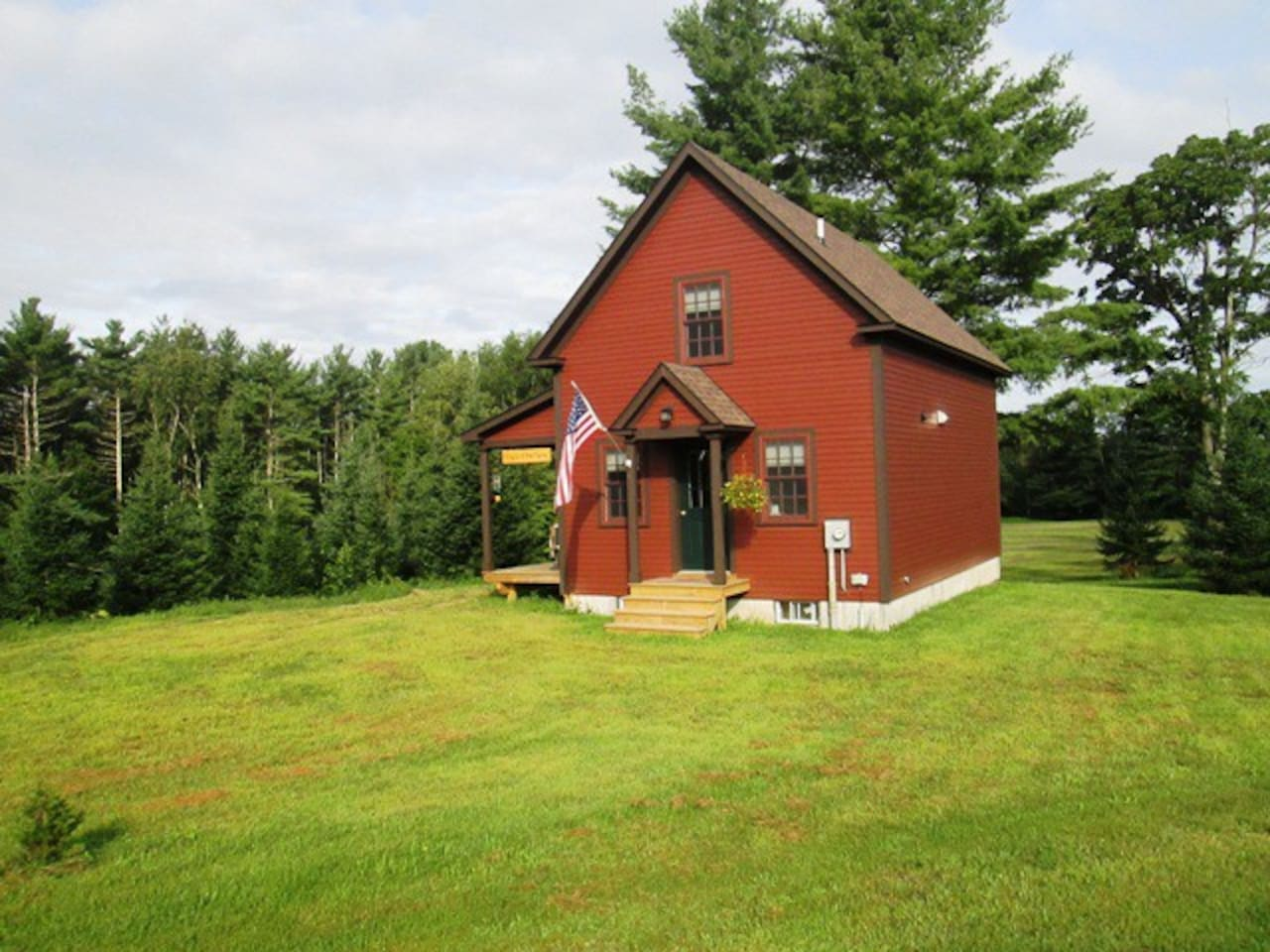 Peace of the Farm tall cabin:private, peaceful, brand new construction and ready to host.