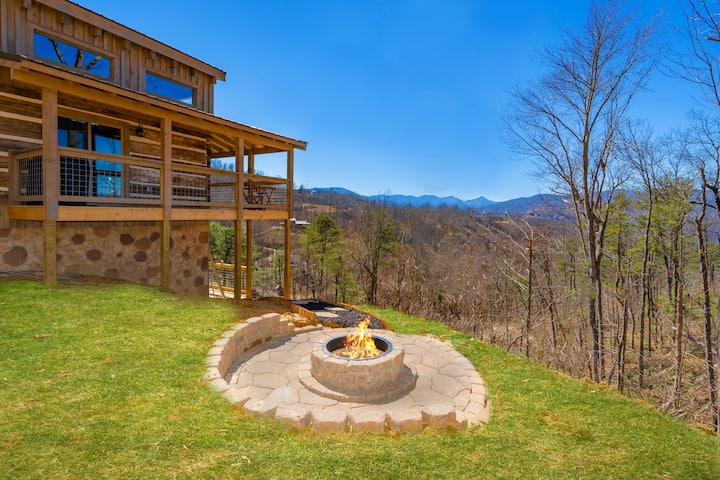 New and Secluded, Sunset Views, HotTub, Multicade!
