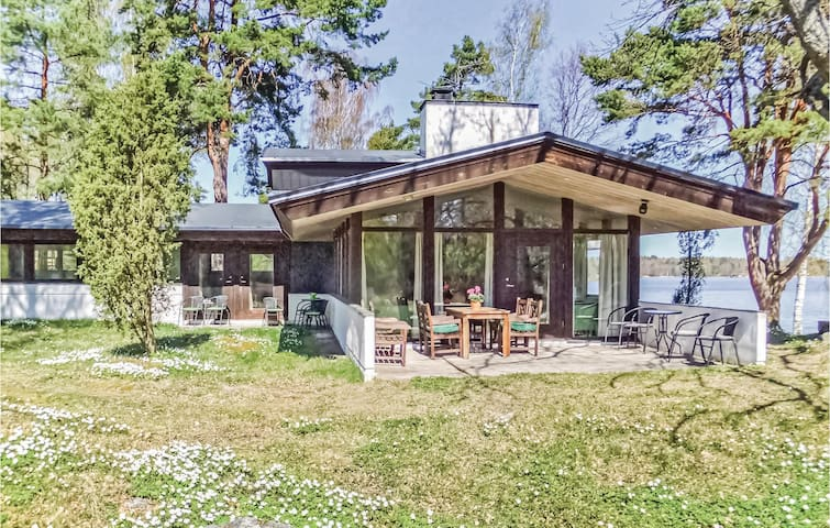 Holiday cottage with 5 bedrooms on 188m² in Strängnäs