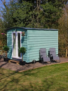 Hopgarden Glamping - Beautiful Shepherds huts