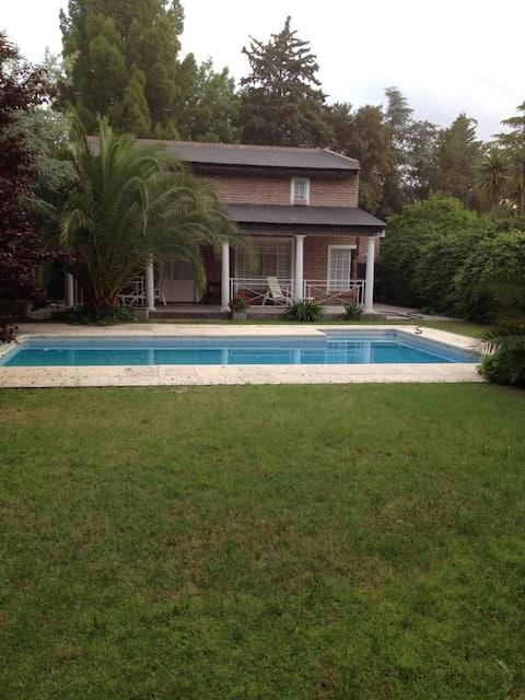 Casa de Campo con Pileta y Parrilla - Residencial