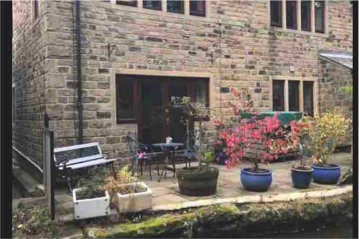 Saddleworth , Entire Waterside Apartment in Delph