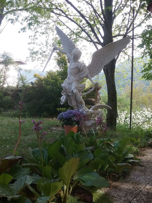 Arcangelo San Michele,in giardino