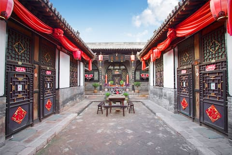 Pingyao Jin Taisheng Compound curved pathway to the family mausoleum
