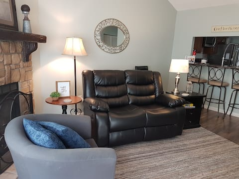 Cozy Northland Townhouse With Garage Parking
