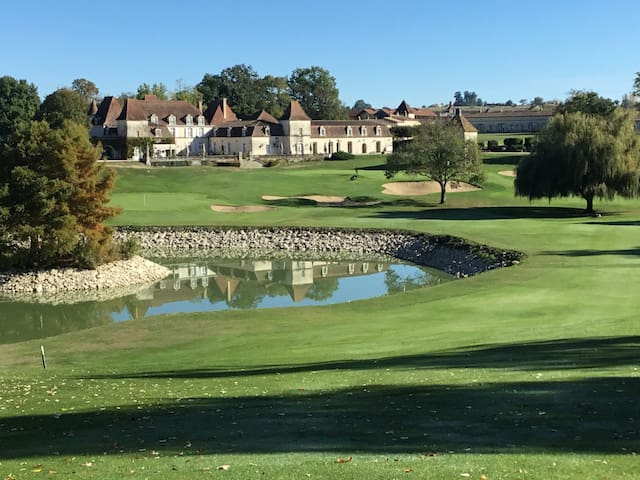 Château des Vigiers Golf: Jolie Maison sur le golf