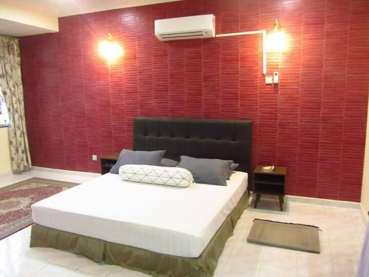 Deluxe Master Bedroom in Kelana jaya SS7
