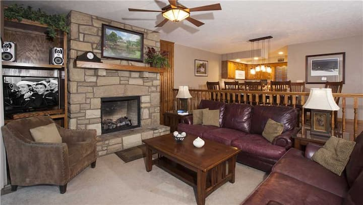 Smokies 2 Chetola Resort 4 BR Condo with access to full resort amenities incuding heated indoor pool and fitness center.