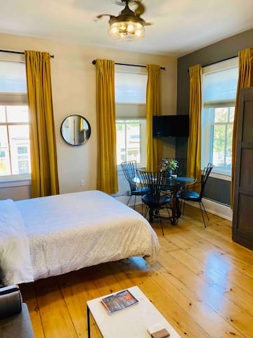 Cozy and comfortable! Dining nook with windows on Main Street and a smart TV.